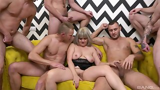 Artful time this full-grown with saggy tits tries gangbang