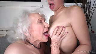 old and young lesbian sex with retired GILF and 18yo brunette - kiss goodbye gift