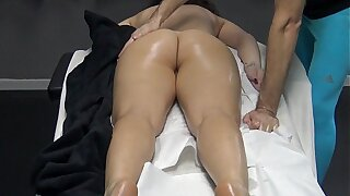 Husband made a massage gift to the brush tie the knot with the desire the masseur to fingering the brush pussy ! Horny Housewife went to the appointment for massage devoid of panties!