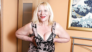 Raunchy British Housewife Playing With Say no to Flimsy Snatch - MatureNL