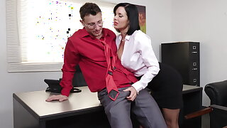 Stabbing milf Veronica Avluv gets fisted and fucked